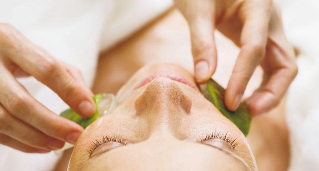 Classic / Intensive Feuchtigkeit Kosmetische Gesichtsbehandlung mit besonderen Heilpflanzenwirkstoffen für jeden Hauttyp. Besonders zu empfehlen bei feuchtigkeitsarmer Haut.